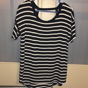H&M Tops - ✨3 for $20 Sale✨H&M black and white tshirt